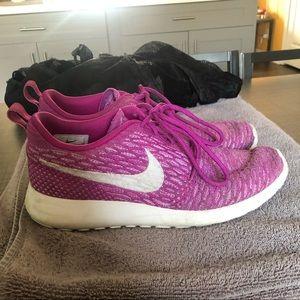 Women's Nikes size 8